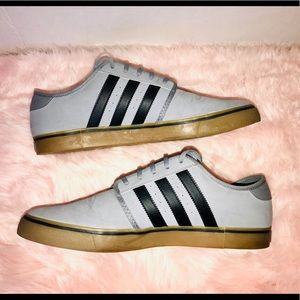 adidas Shoes - Worn once Adidas sneakers